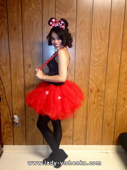 9. Minni Hiiri Halloween-asu