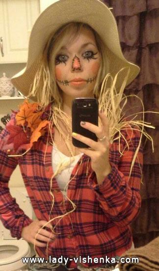 1. Naisten variksenpelätti-asu Halloweeniksi
