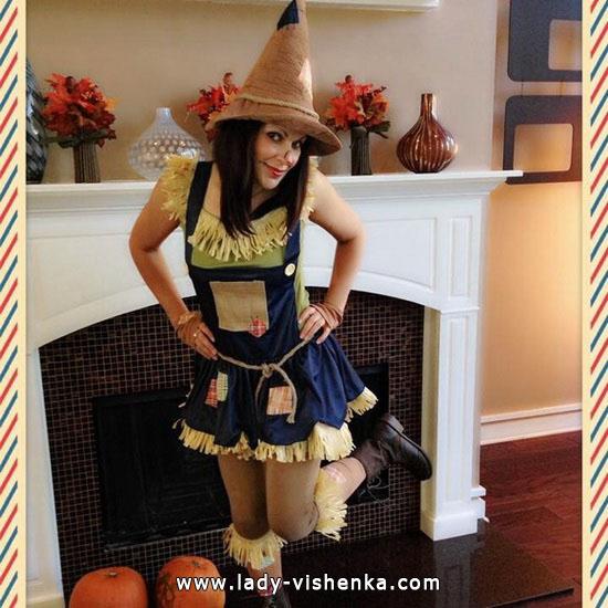 14. Naisten variksenpelätti-asu Halloweeniksi