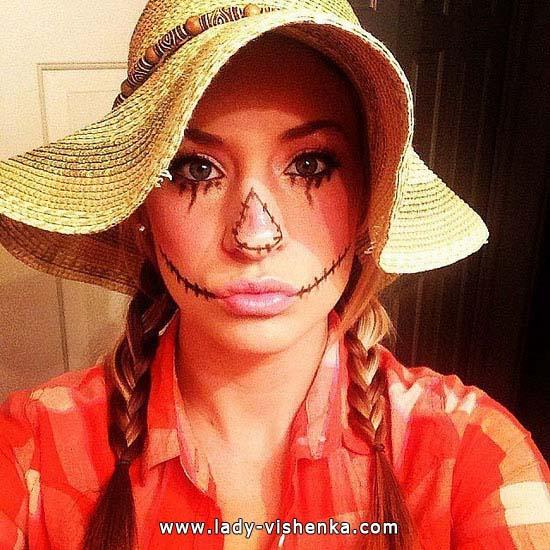 15. Naisten variksenpelätti-asu Halloweeniksi
