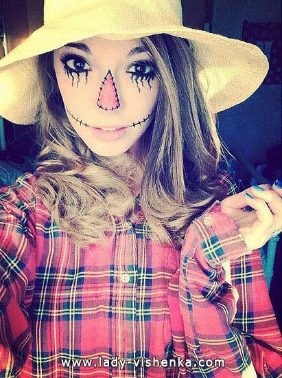 16. Naisten variksenpelätti-asu Halloweeniksi