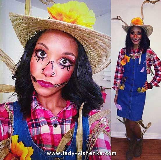 17. Naisten variksenpelätti-asu Halloweeniksi