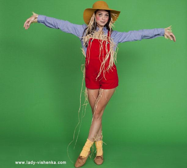 18. Naisten variksenpelätti-asu Halloweeniksi