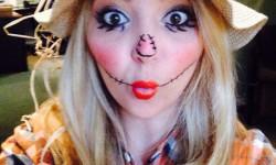 2. Naisten variksenpelätti-asu Halloweeniksi