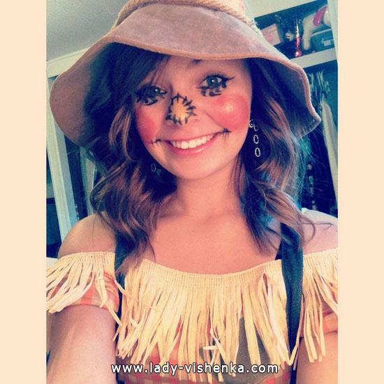 3. Naisten variksenpelätti-asu Halloweeniksi