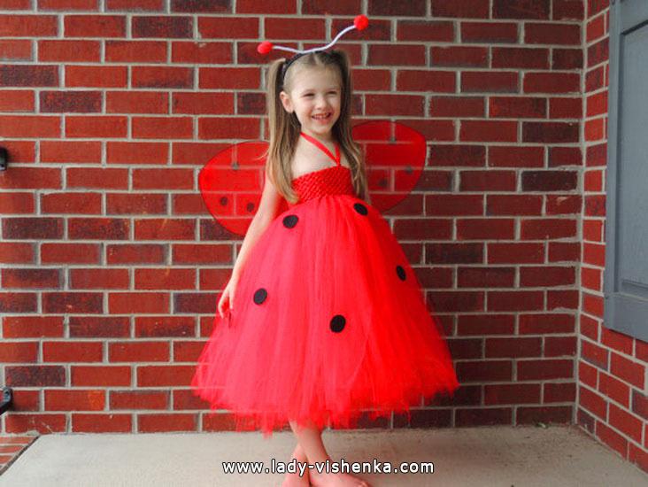 37. Tyttöjen halloween asut (4-6-vuotiaalle)