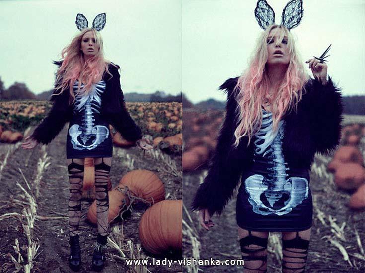 12. Naisen luuranko-asu Halloweeniksi