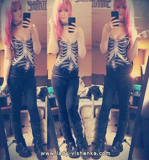 14. Naisen luuranko-asu Halloweeniksi
