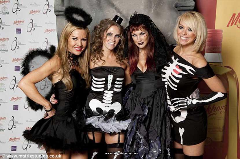 16. Naisen luuranko-asu Halloweeniksi