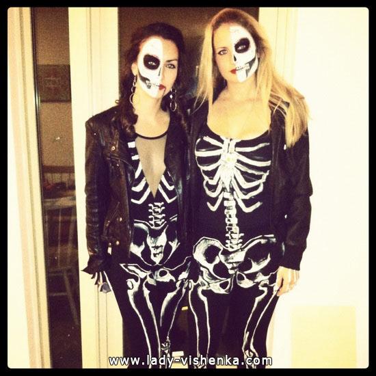 2. Naisen luuranko-asu Halloweeniksi