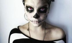 21. Naisen luuranko-asu Halloweeniksi