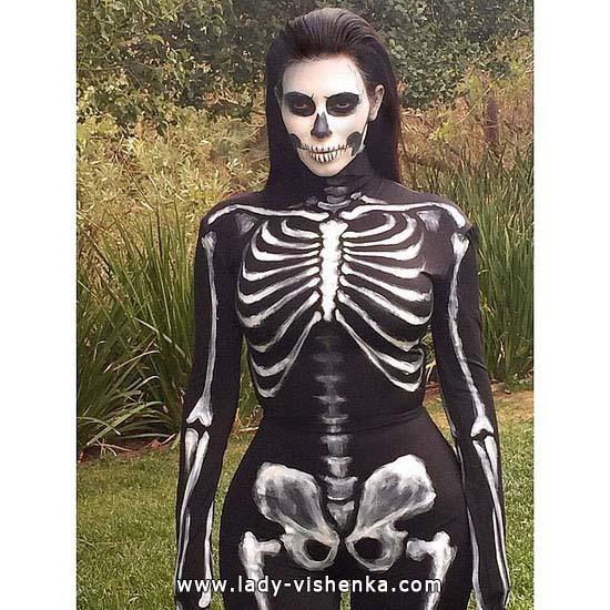 34. Naisen luuranko-asu Halloweeniksi