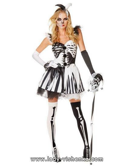 7. Naisen luuranko-asu Halloweeniksi