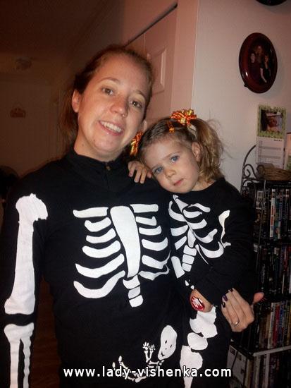 8. Naisen luuranko-asu Halloweeniksi