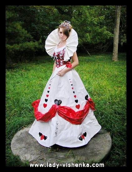 15. Herttakuningatar Halloween puku