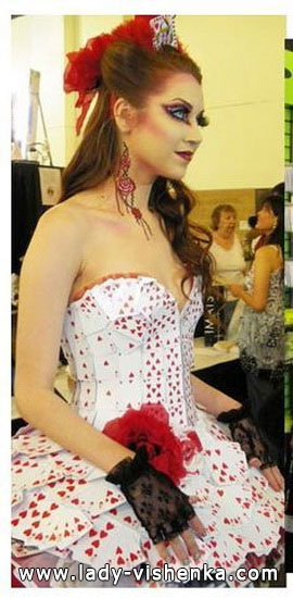 20. Herttakuningatar Halloween puku