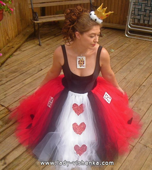 29. Herttakuningatar Halloween puku