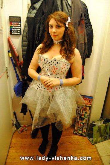 34. Herttakuningatar Halloween puku