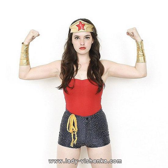 2. Halloweenin Super-tytö